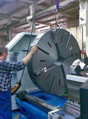 drehmaschine-mit-planscheibe-1300mm-zum-drehen-von-drehteile-bis-max-1500mm-durchmesser